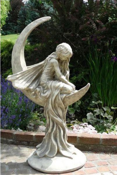 Mondfee Lunaria - Steinskulptur Elfe in Mondsichel