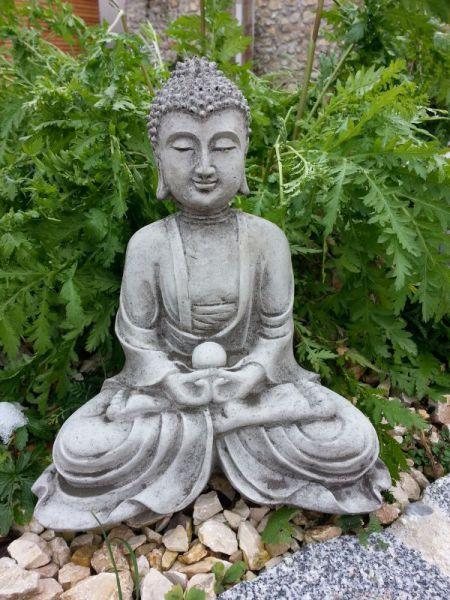 Buddhafigur aus Steinguss
