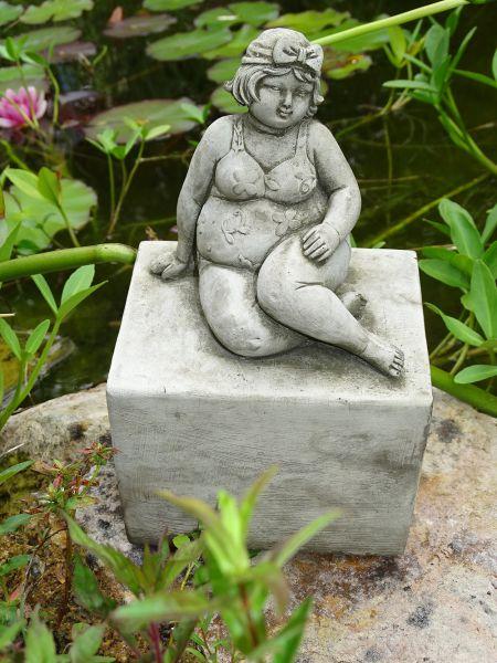 Die badende Frau auf Sockel A