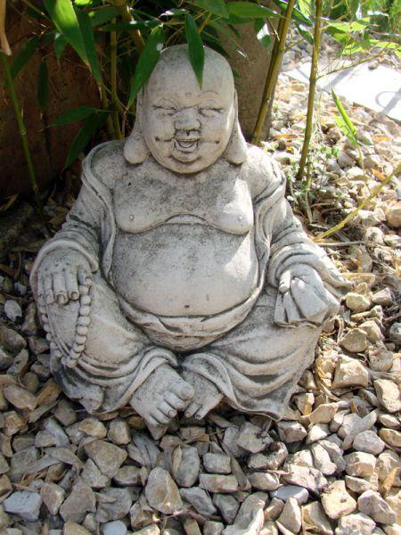Buddha sitzend aus Steinguss
