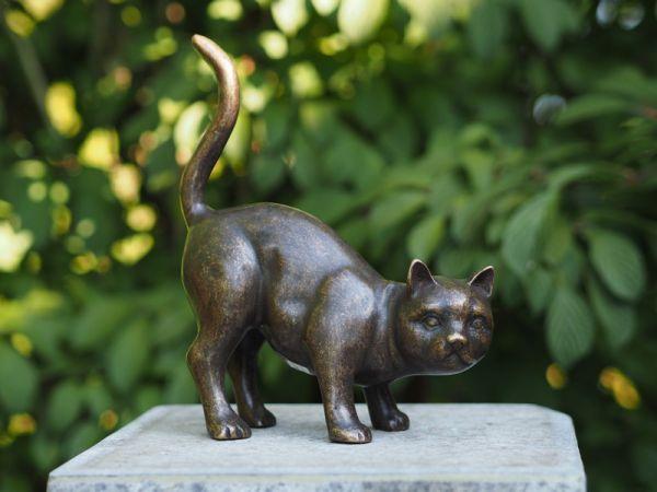 Katze stehend aus Bronze gegossen - Bronze Katze aus Bronzeguss