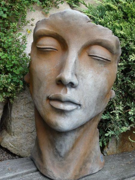 Gesicht Frau klein aus Steinguss Rosteffekt