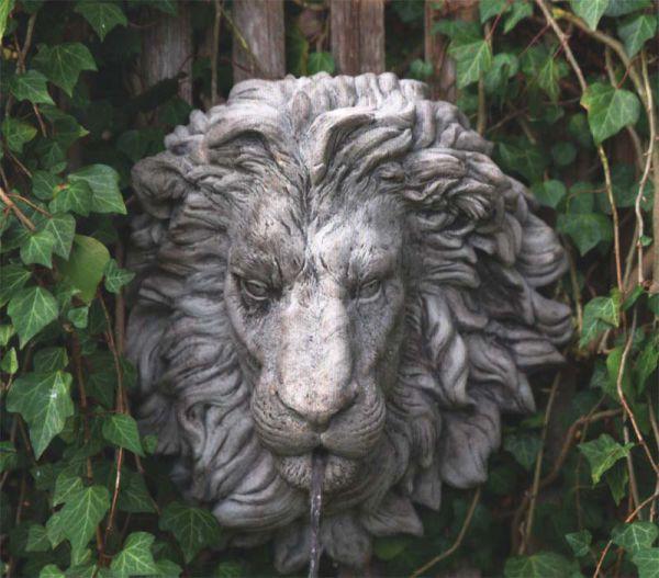 Löwenkopf - Wandrelief Brunnenauslauf Steinguss