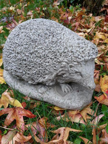 Großer Igel aus Steinguss