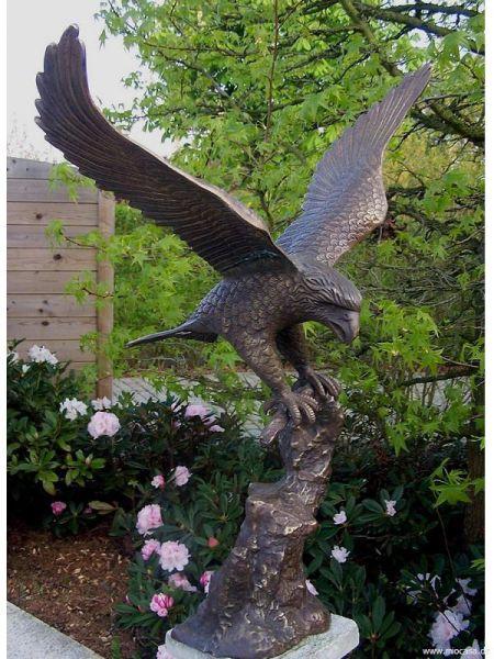 Adler auf Fels Bronze
