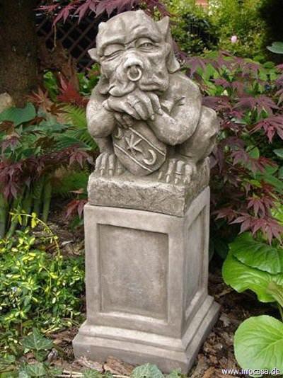 Shield Gargoyle mit Schild designed by Fiona Scott