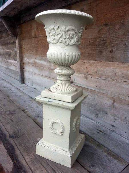 Urne Vase auf Sockel aus Gusseisen