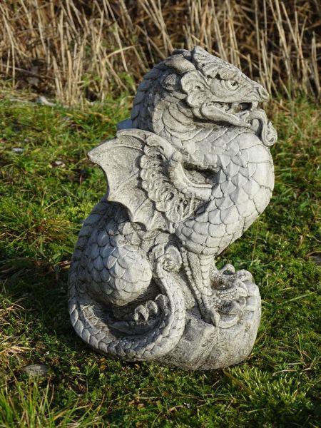 Gartenfigur Drache aus Stein