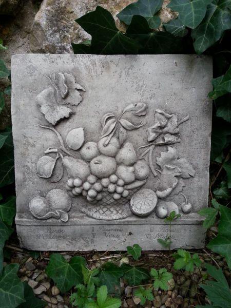 Wandrelief Früchte aus Steinguss
