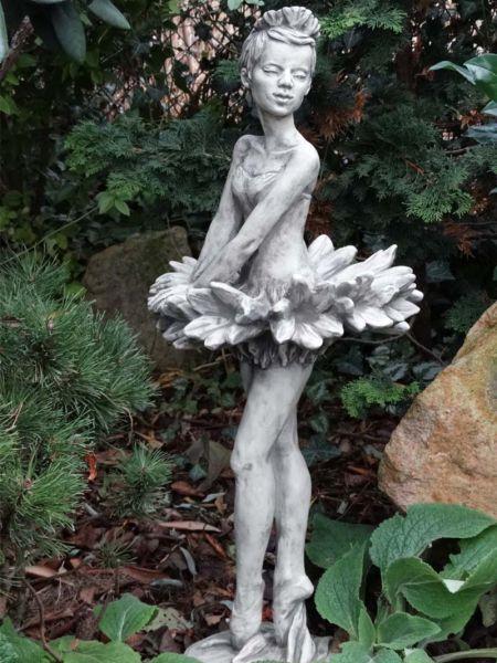 Gartenfigur Blütendame Kornblume