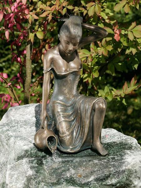 Bronzefigur Letizia von Rottenecker Ambiente