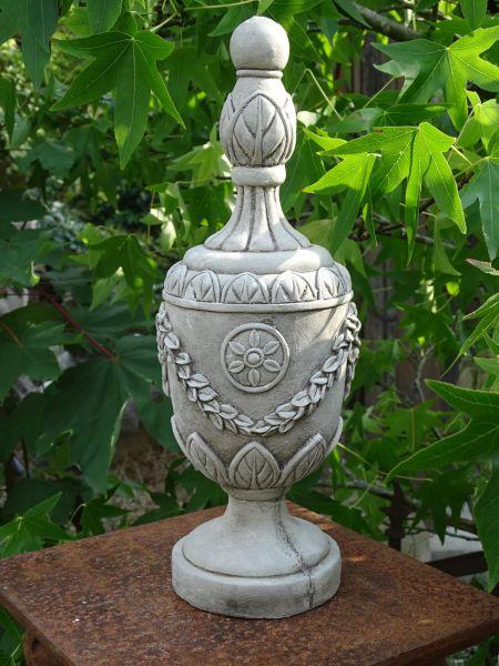 Pokal aus Steinguss