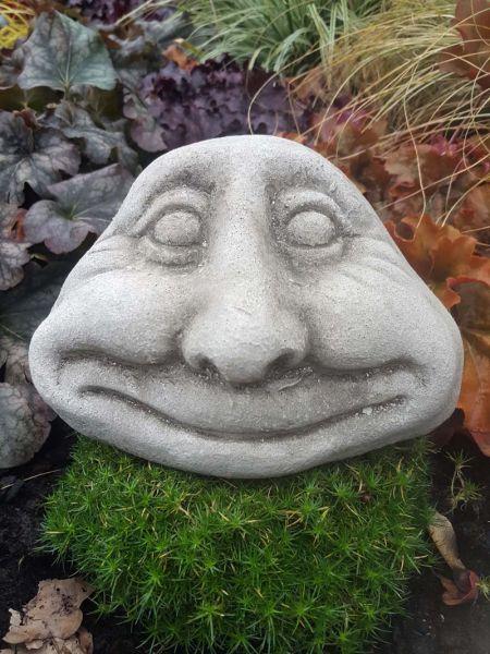 Lachendes Steingesicht