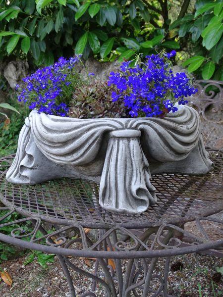 Pflanzschale aus Steinguss zum Bepflanzen
