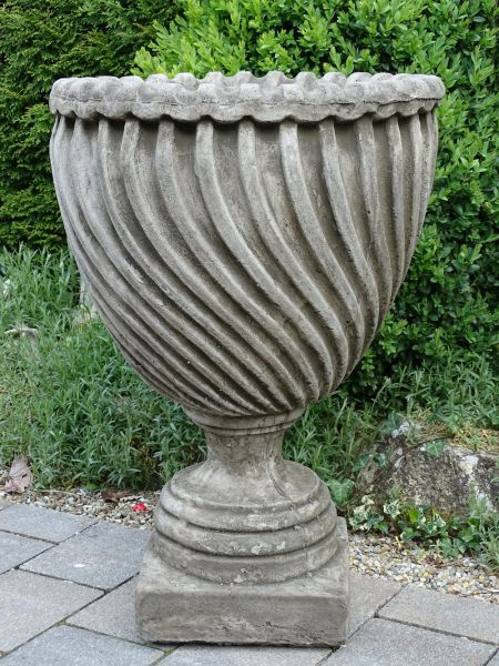Vase Clarence House aus Steinguss