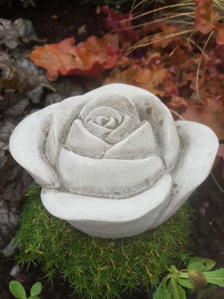 Blüte aus Steinguss