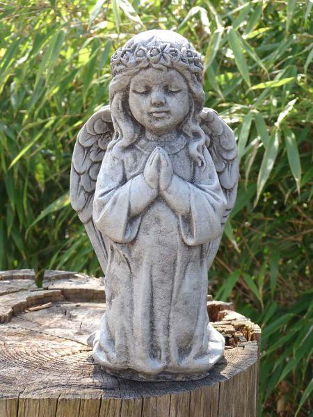 Engelmädchen betend