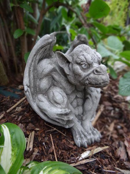 Steinfigur Gargoyle mit Flügel