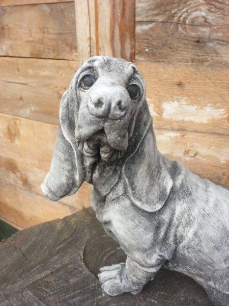 Hund Basset aus Steinguss