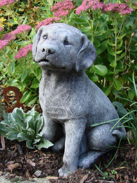 Labrador - sitzende Hundefigur aus Steinguss