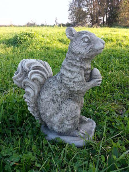 Großes Eichhörnchen aus England Steinguss
