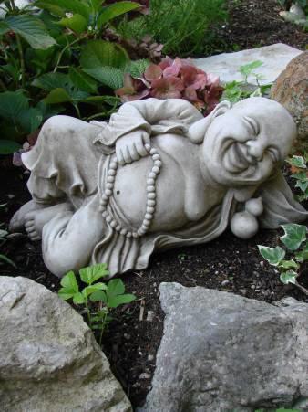 Buddha ruhend - frostfeste Steingussfigur