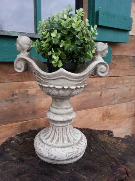 Kleine Victorian Vase Steinguss