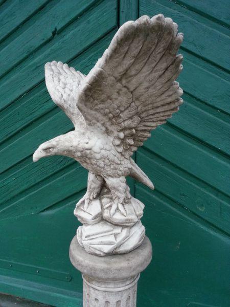 Adler aus Steinguss
