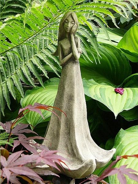 Bl tent nzerin stechapfel aus massivem steinguss sch ne for Gartenfiguren aus steinguss