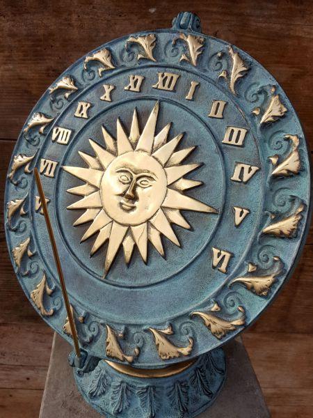 Sonnenuhr Bronze