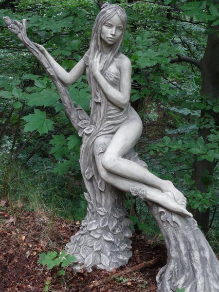 Steinfigur Baumhüterin BUCHE