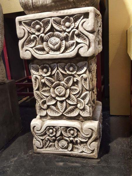 Bali Sockel aus Steinguss