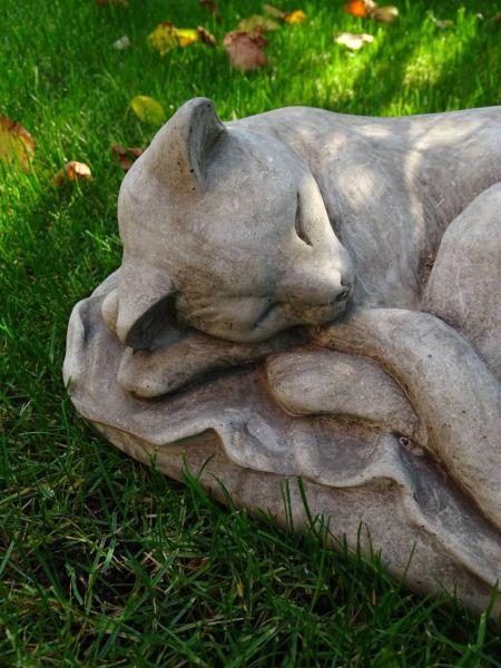 Schlafende Katze Steinguss aus England