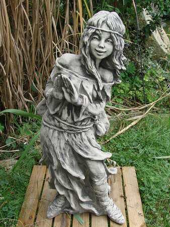 Waldfee Brünhild aus Steinguss