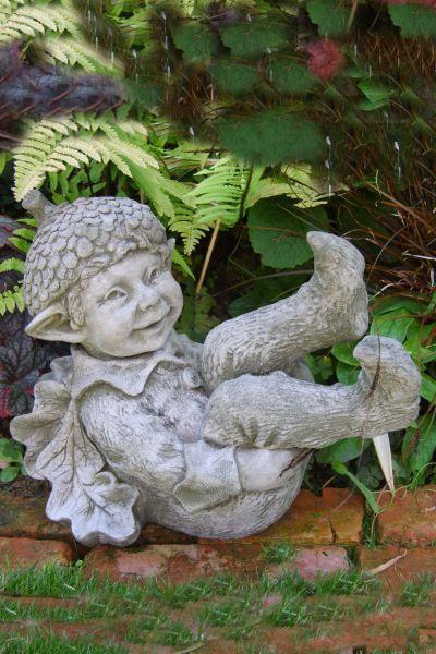 Steinfigur Wichtel Acorn von Fiona Scott