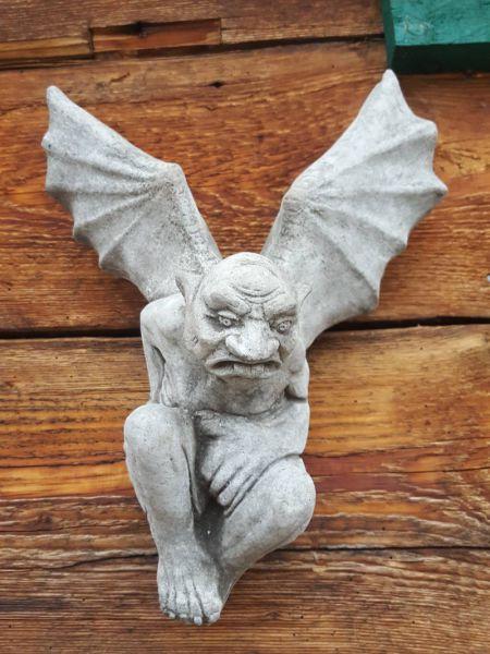 Gargoyle mit Flügel aus Stein