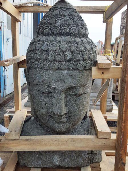 Handgehauene Buddha Büste aus Naturstein Basanit
