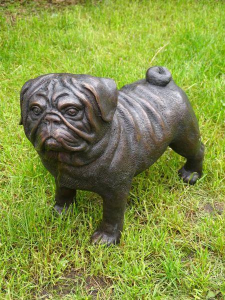 Bronzefigur Mops Hund