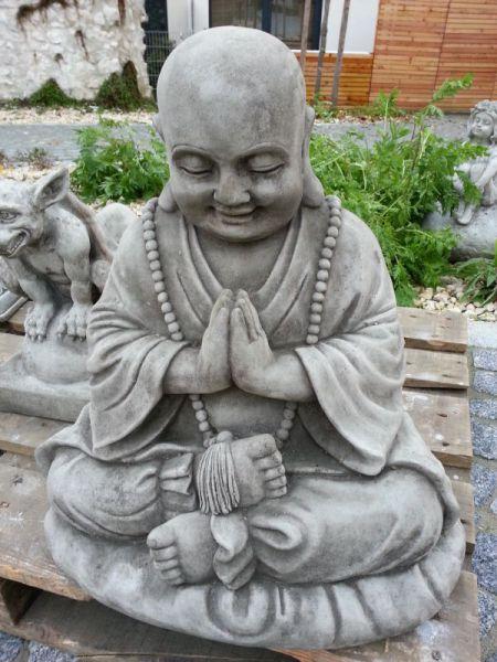 Steinfigur Betender Mönch für den Garten