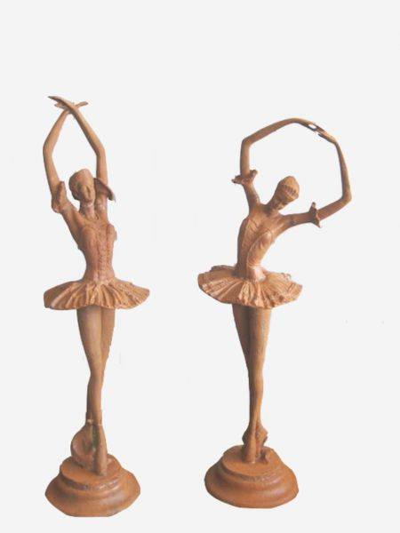 Ballerina aus Gusseisen rostig