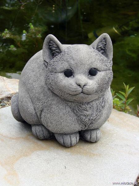 Dicke Katze aus englischem Antiksteinguss