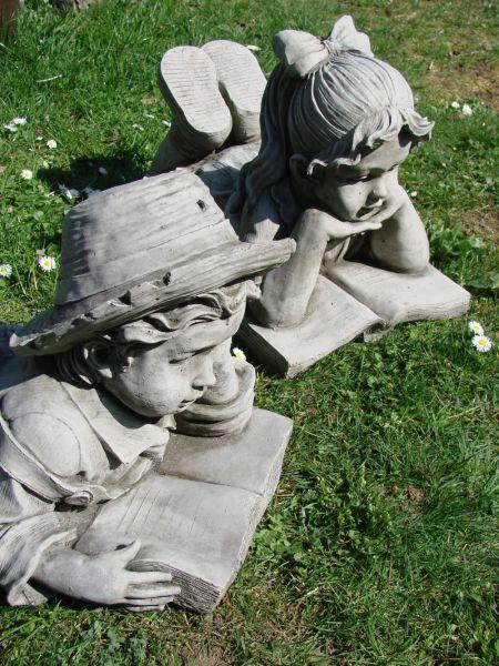 Gartenfigur Junge und Mädchen