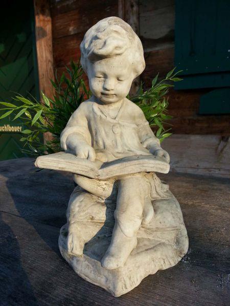 Junge Steinfigur aus England