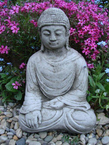 Steinfigur Buddha sitzend