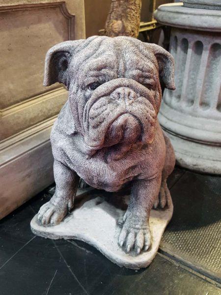 Hund Mops aus Steinguss