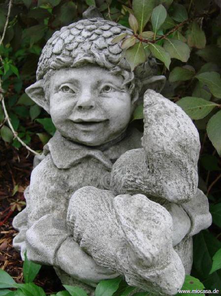 Wichtel acorn fiona jane scott pheeberts gartenfiguren for Gartenfiguren aus steinguss