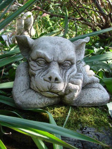 Gargoyle aus englischem Antiksteinguss