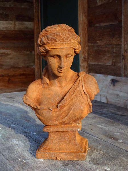 Büste Frau mit Haarband Gusseisen