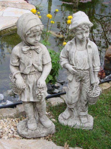 Junge und Mädchen aus Steinguss
