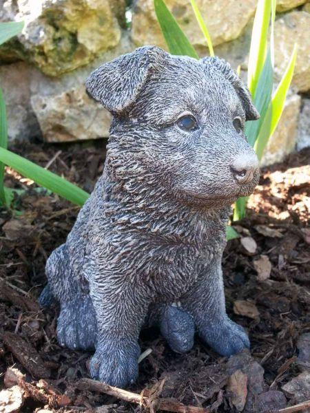 Hundefigur aus Steinguss
